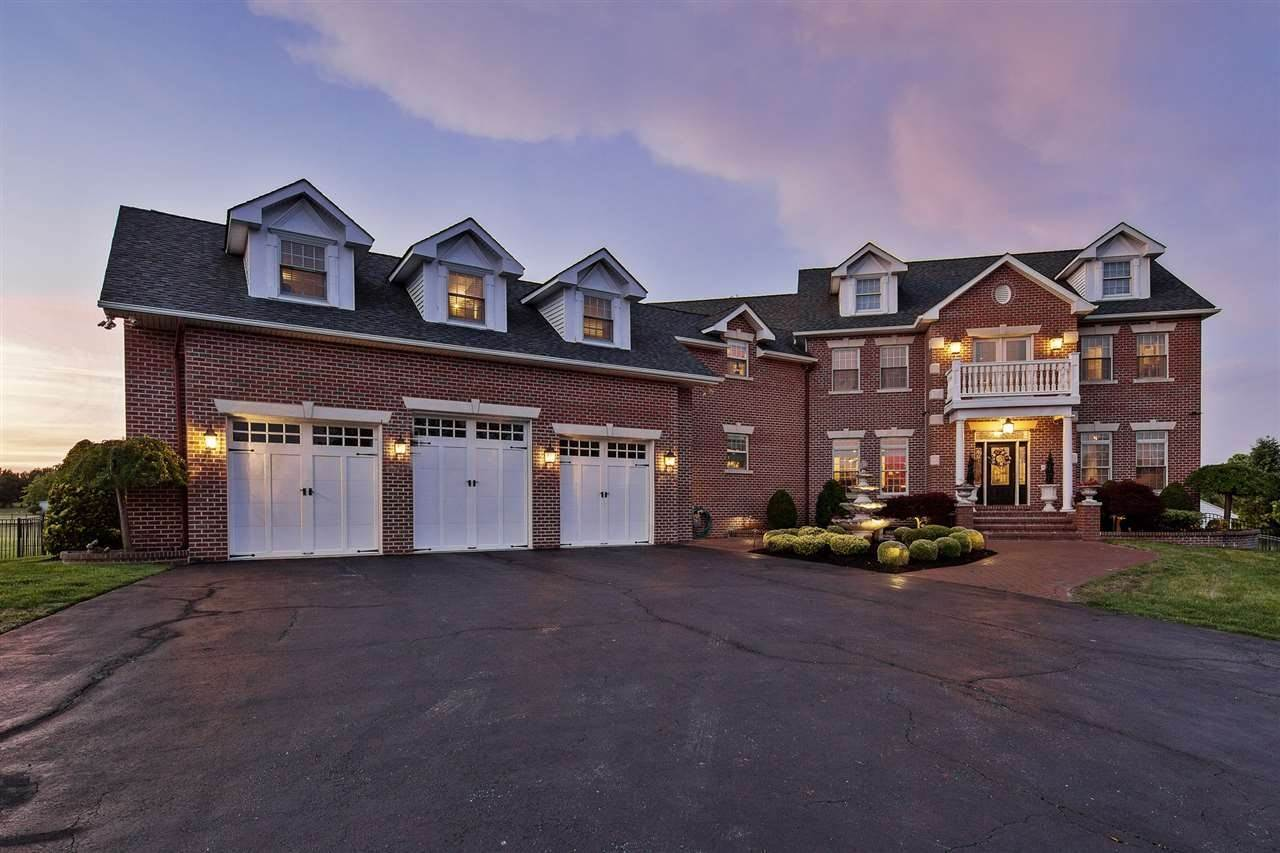 Single Family Homes 为 销售 在 11 Knights Court Mullica Hill, 新泽西州 08062 美国