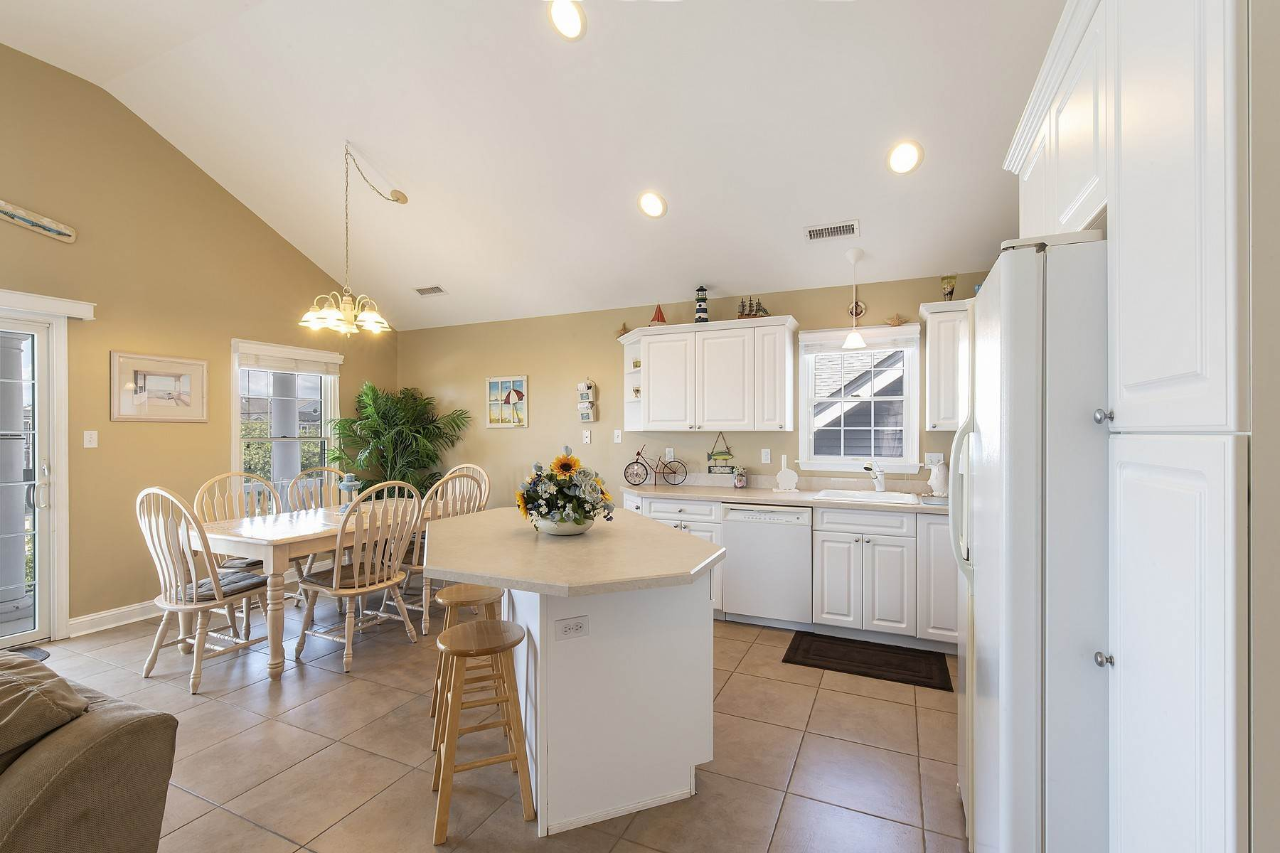 22. Duplex Homes for Sale at Centrally Located Duplex 631 E 10th Street Ocean City, New Jersey 08226 United States