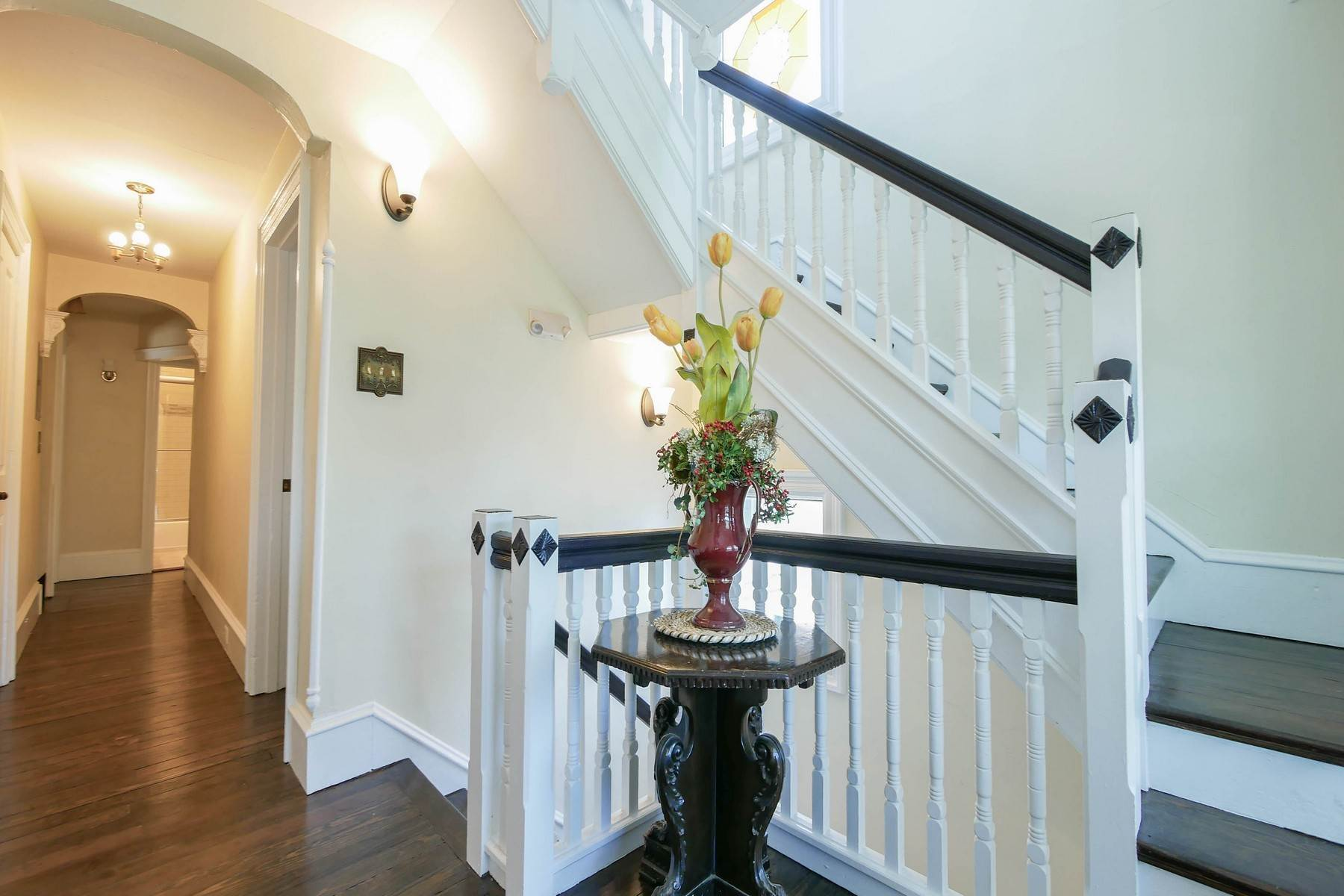 18. Multi-Family Homes for Sale at The Painted Lady Victorian Home 816 Wesley Ave Ocean City, New Jersey 08226 United States