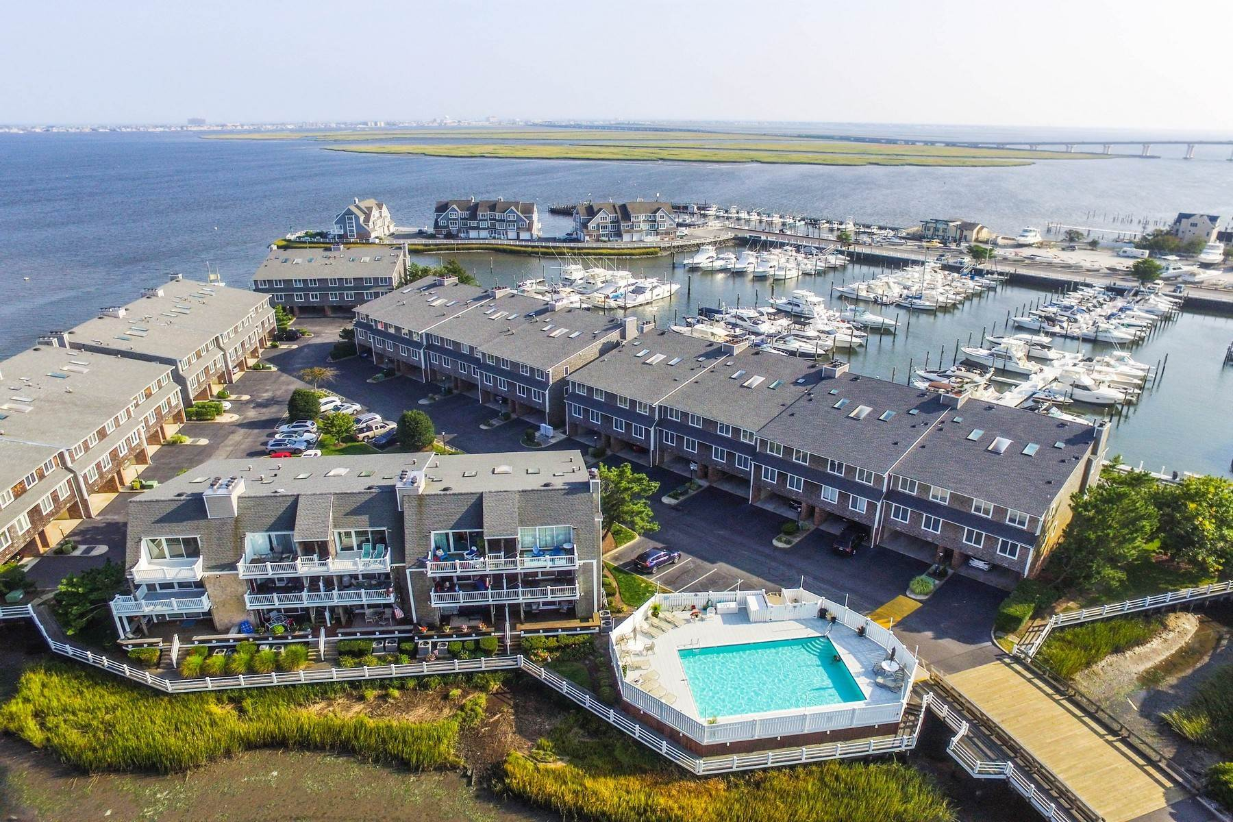Condominiums por un Venta en 103 Harbour Cove, Unit 103 103 Harbour Cove Somers Point, Nueva Jersey 08244 Estados Unidos