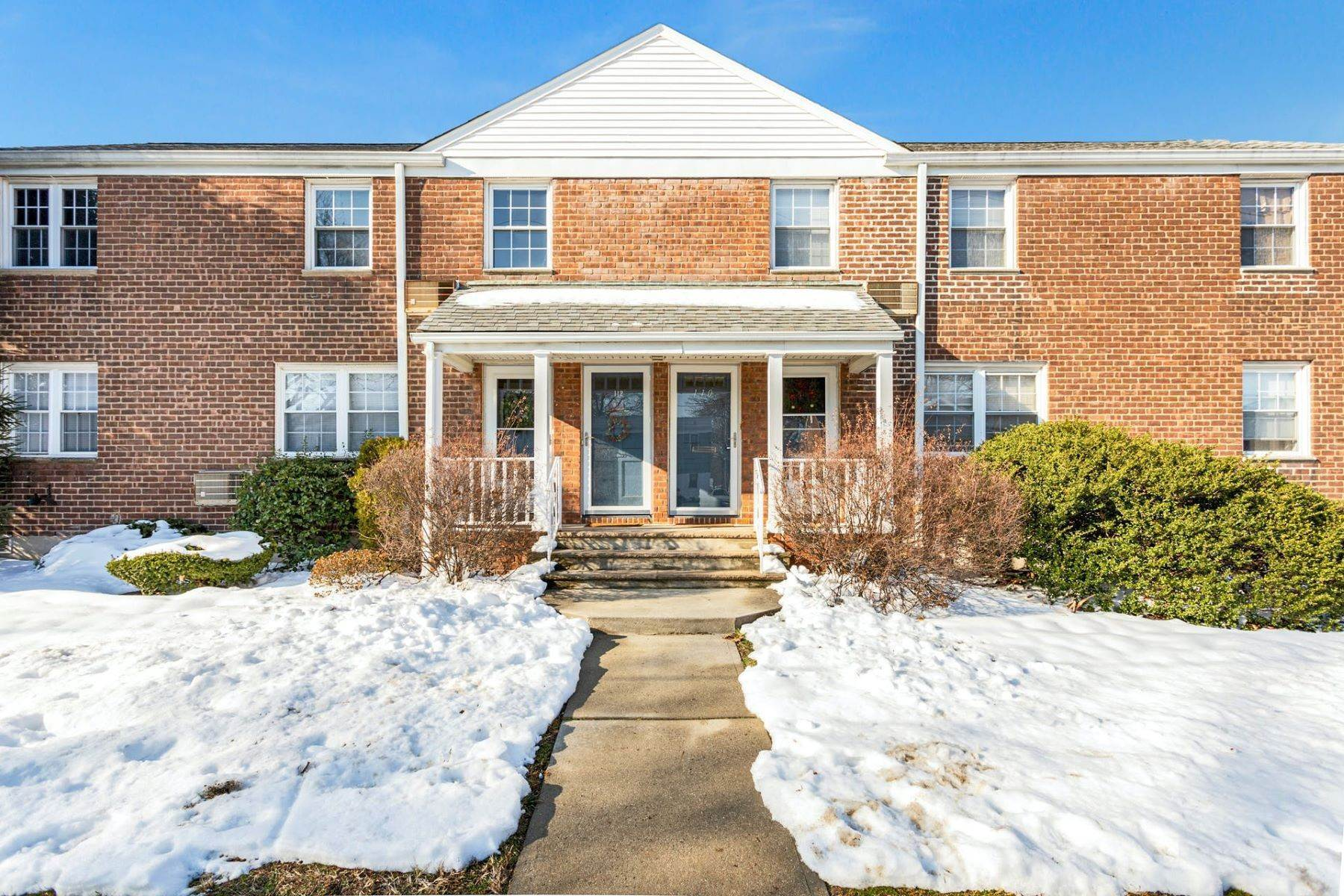 Condominiums for Sale at APPEALING, RENOVATED 2 BEDROOM CONDO 110 Darwin Avenue Rutherford, New Jersey 07070 United States