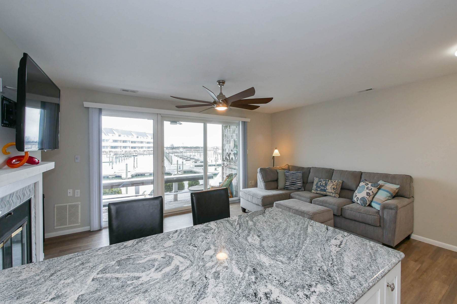 15. Condominiums for Sale at 103 Harbour Cove, Unit 103 103 Harbour Cove Somers Point, New Jersey 08244 United States