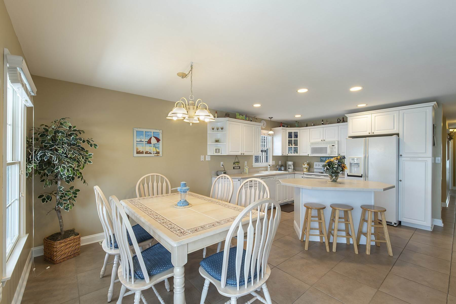 14. Duplex Homes for Sale at Centrally Located Duplex 631 E 10th Street Ocean City, New Jersey 08226 United States