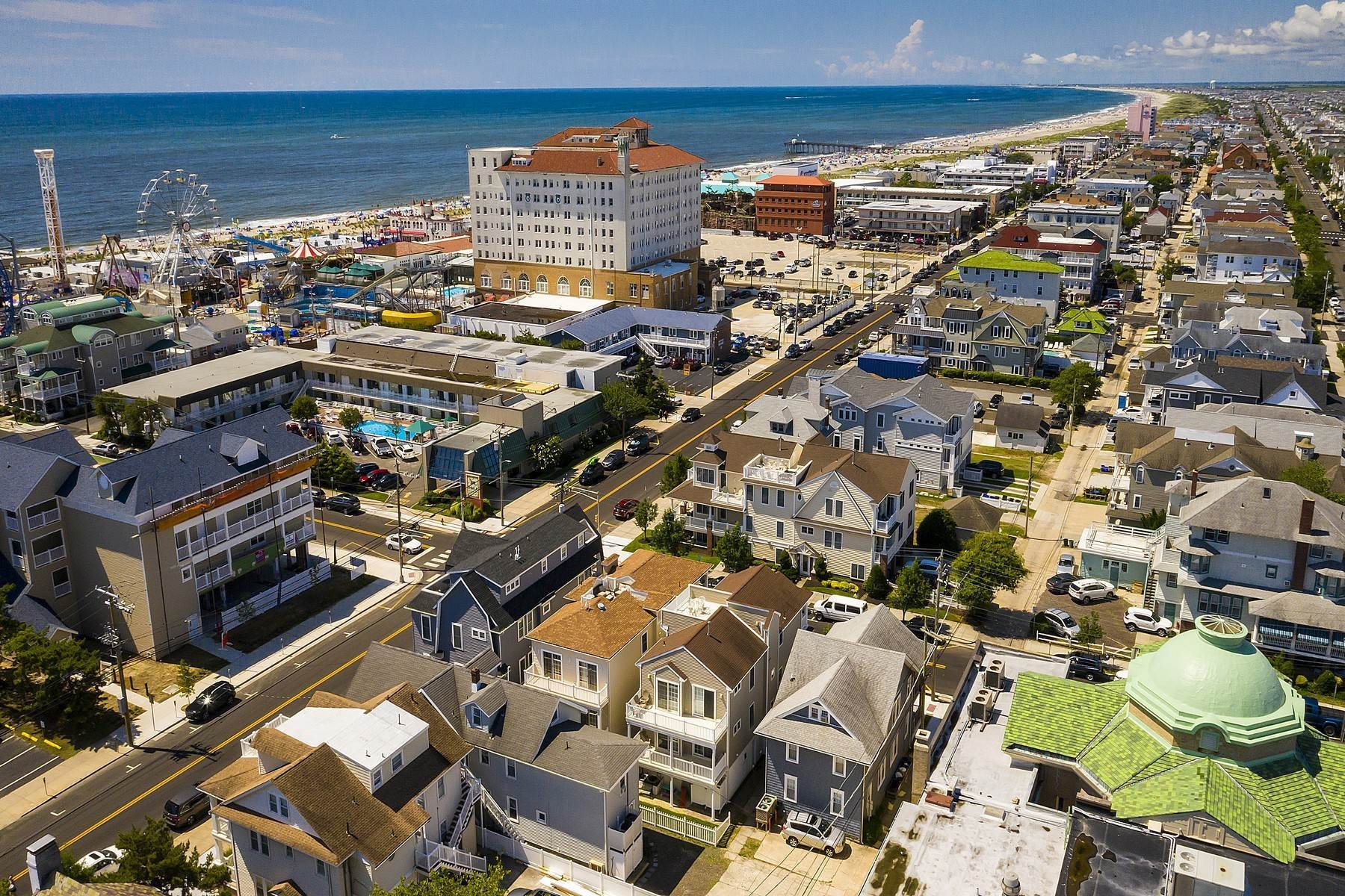 37. Duplex Homes for Sale at Centrally Located Duplex 631 E 10th Street Ocean City, New Jersey 08226 United States