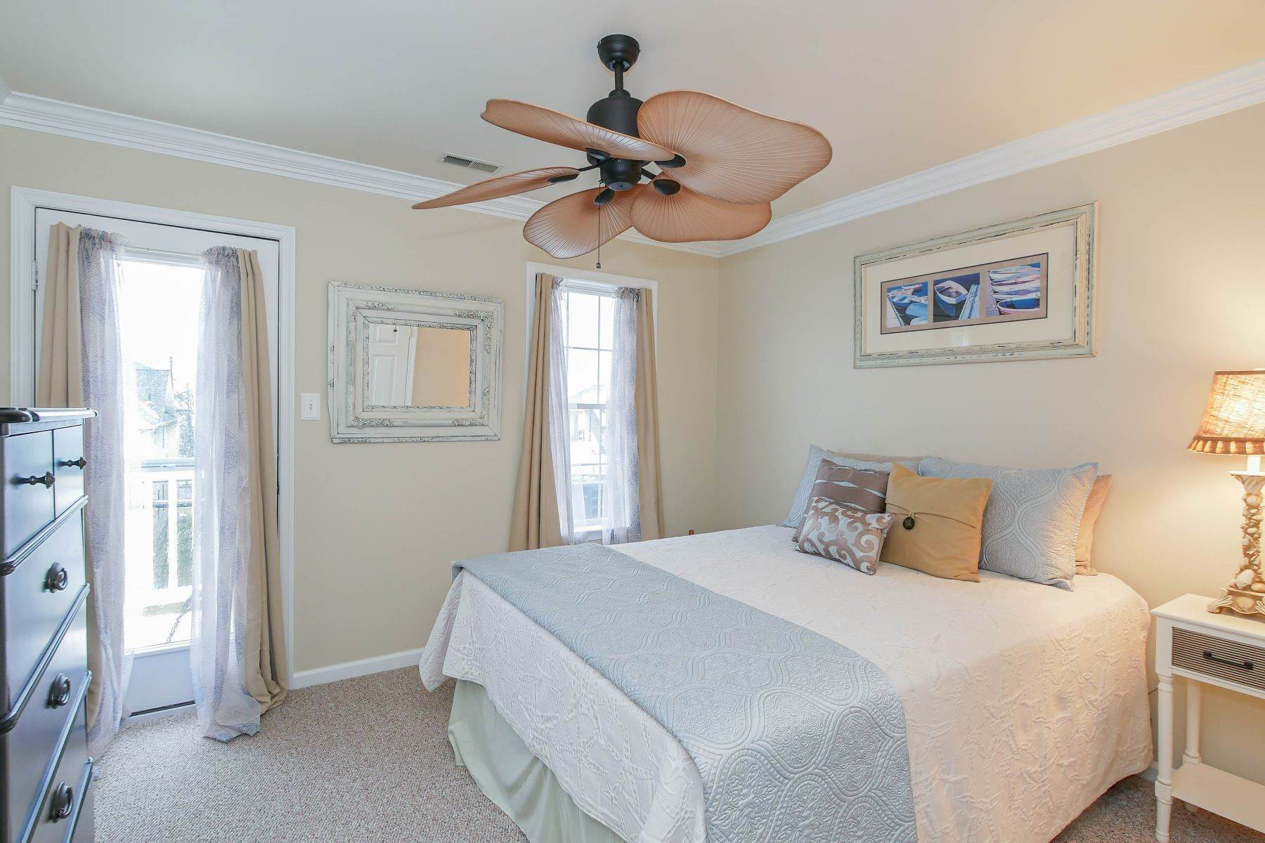 19. Condominiums for Sale at 1336-38 Wesley Ave, Unit 2 Ocean City, New Jersey 08226 United States