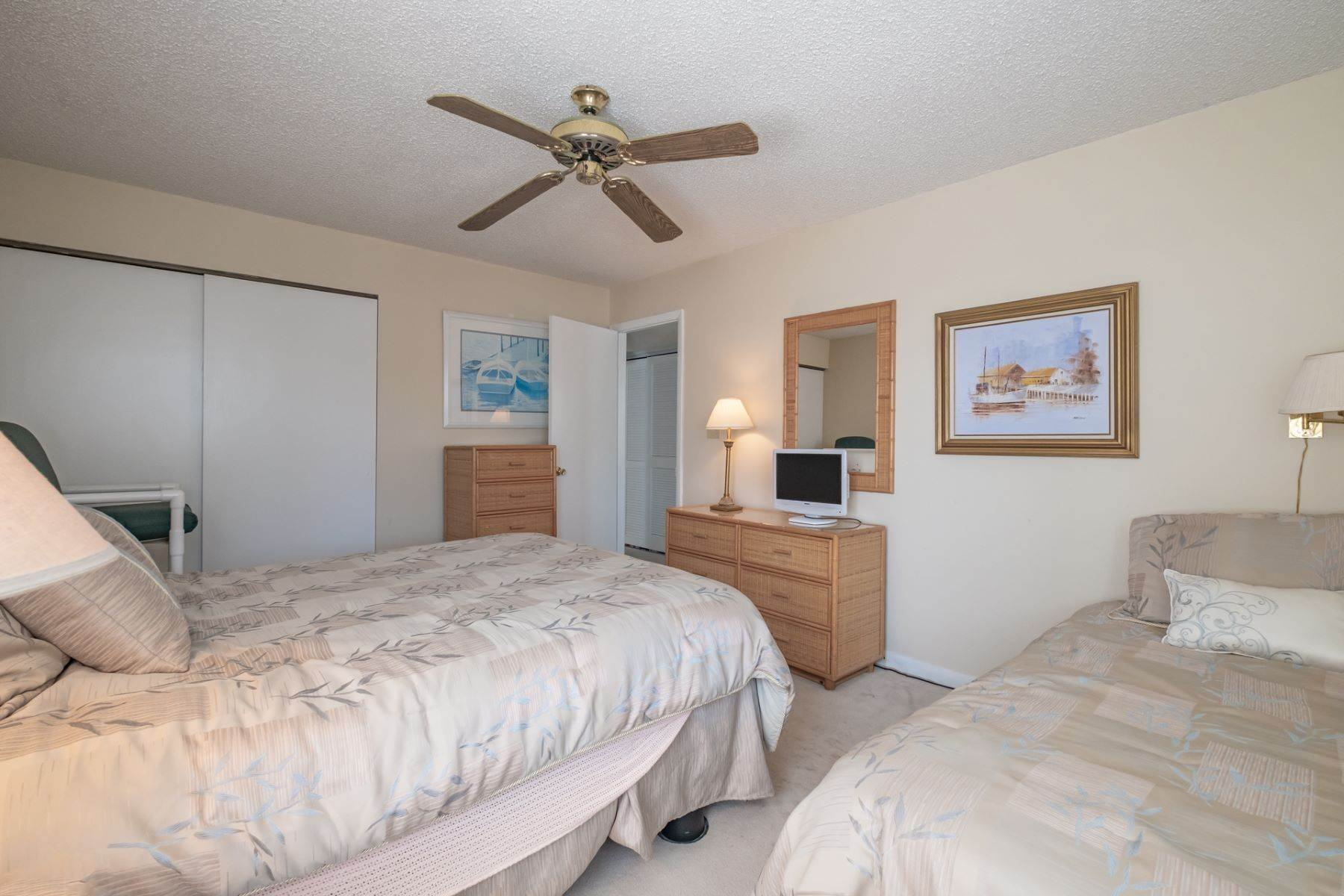 12. Condominiums for Sale at Southend First Floor Condo 48 W 55th Street Ocean City, New Jersey 08226 United States