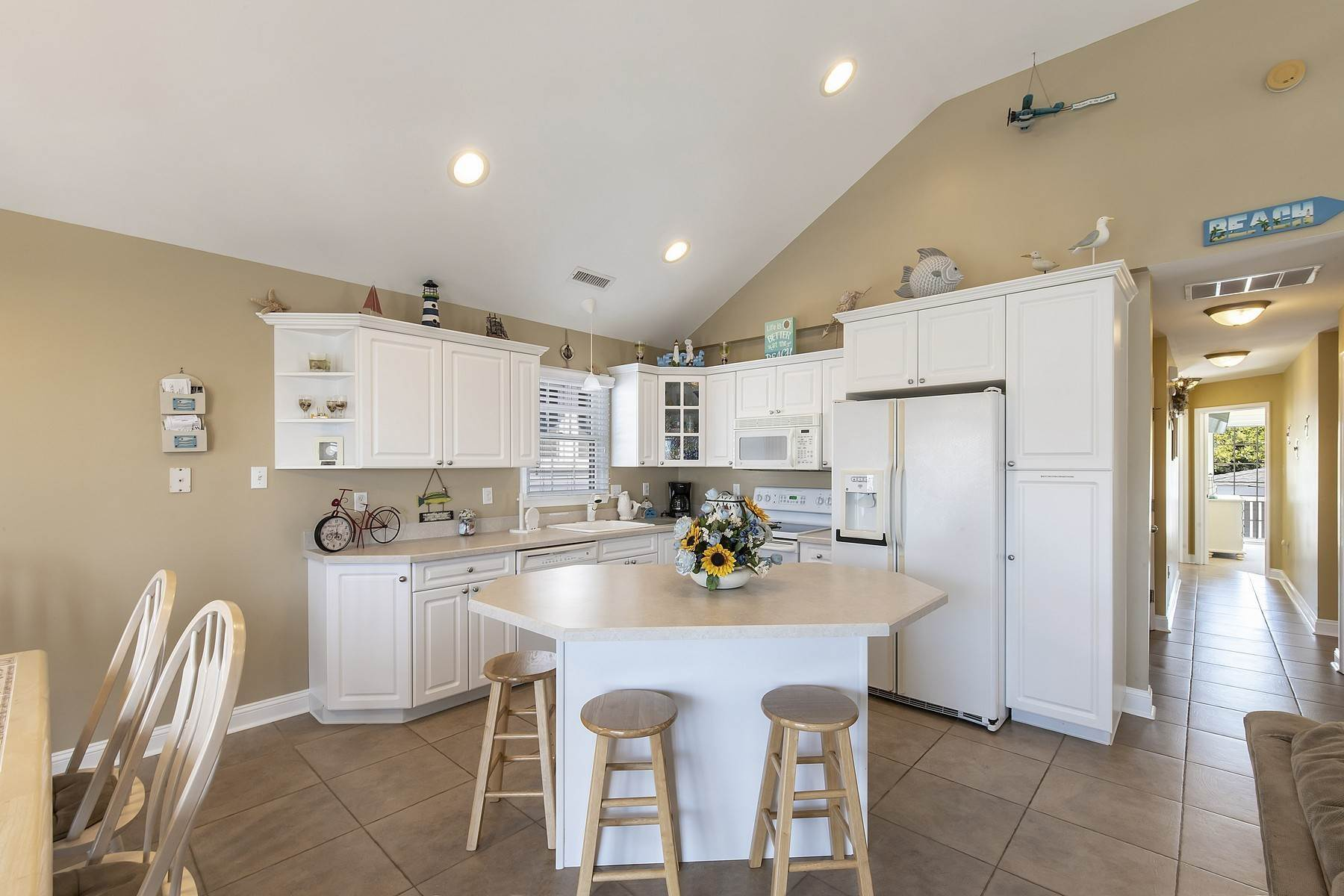 21. Duplex Homes for Sale at Centrally Located Duplex 631 E 10th Street Ocean City, New Jersey 08226 United States
