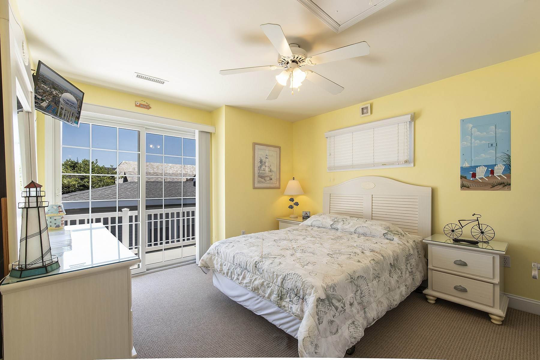 27. Duplex Homes for Sale at Centrally Located Duplex 631 E 10th Street Ocean City, New Jersey 08226 United States
