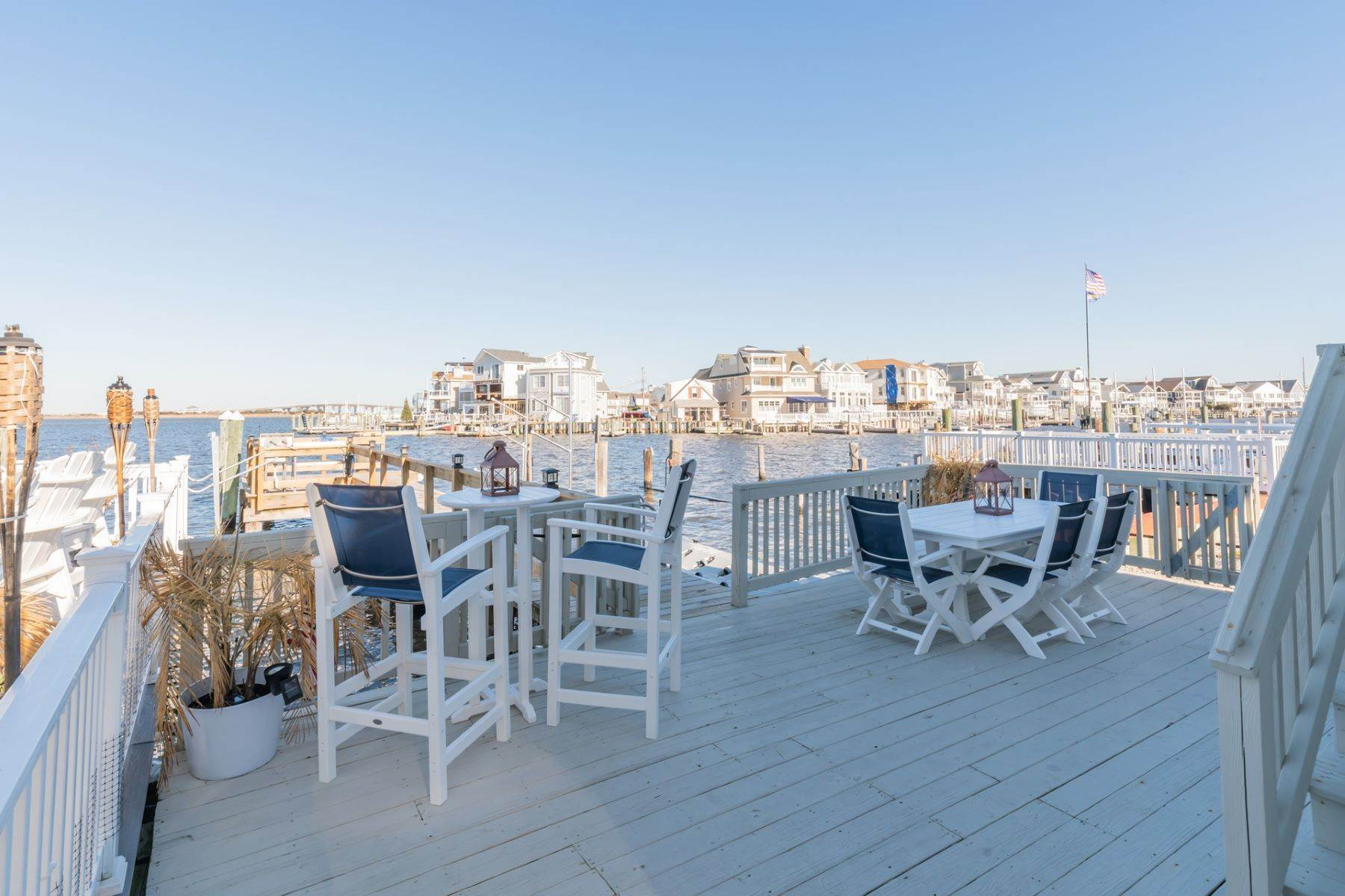 15. Single Family Homes for Sale at Bayfront Cottage 133 W 17th Street Ocean City, New Jersey 08226 United States