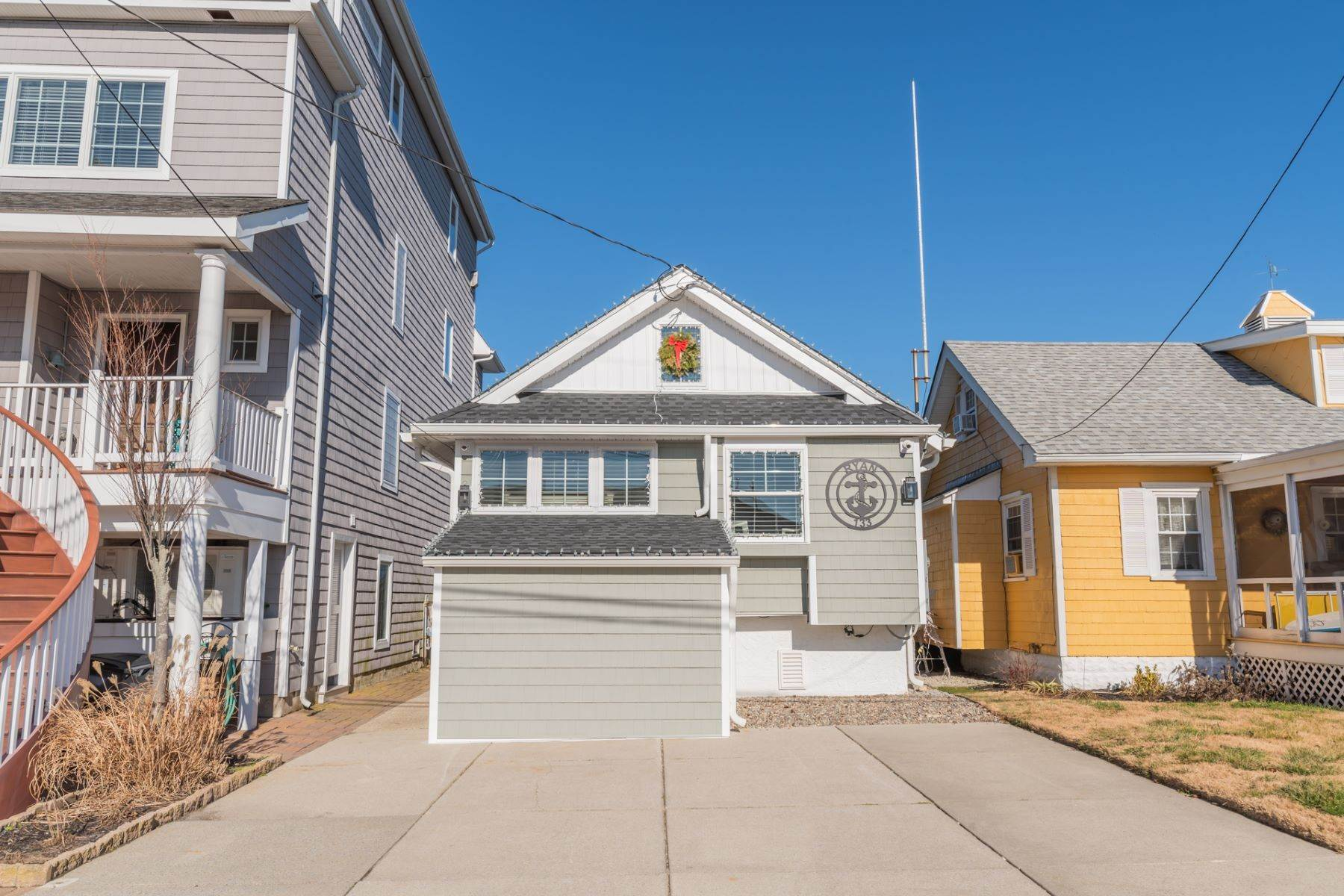 1. Single Family Homes for Sale at Bayfront Cottage 133 W 17th Street Ocean City, New Jersey 08226 United States