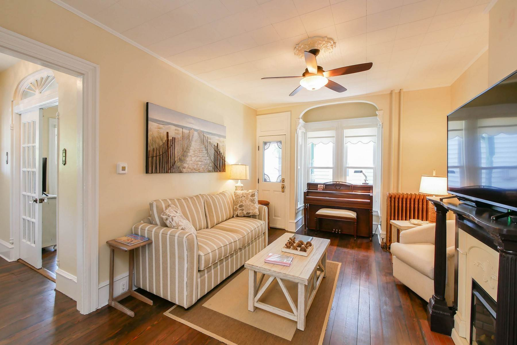 9. Multi-Family Homes for Sale at The Painted Lady Victorian Home 816 Wesley Ave Ocean City, New Jersey 08226 United States