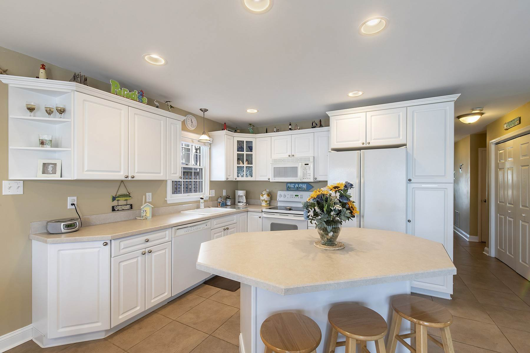 13. Duplex Homes for Sale at Centrally Located Duplex 631 E 10th Street Ocean City, New Jersey 08226 United States