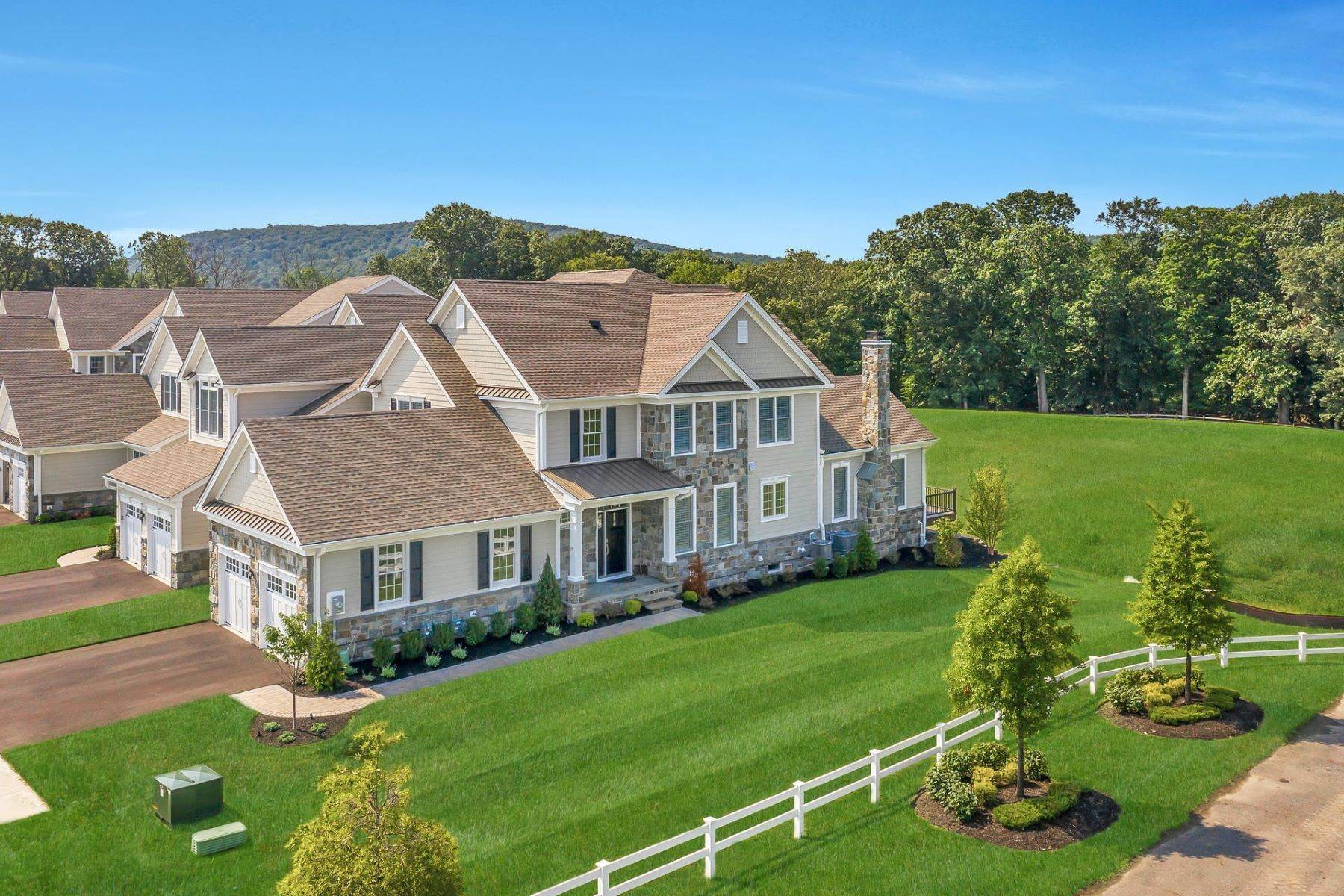 townhouses for Sale at 19 Pleasant View Ln Franklin Lakes, New Jersey 07417 United States