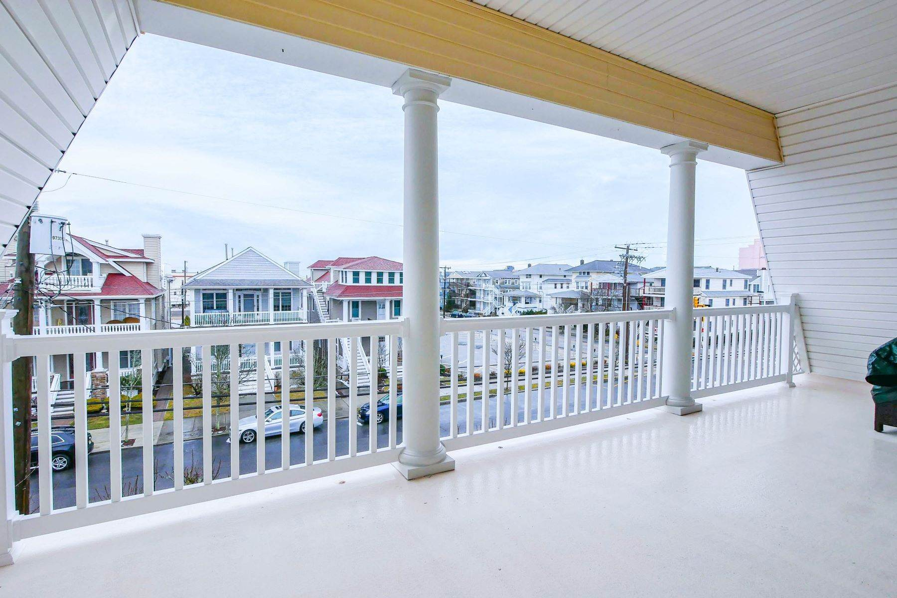 24. Condominiums for Sale at 1336-38 Wesley Ave, Unit 2 Ocean City, New Jersey 08226 United States