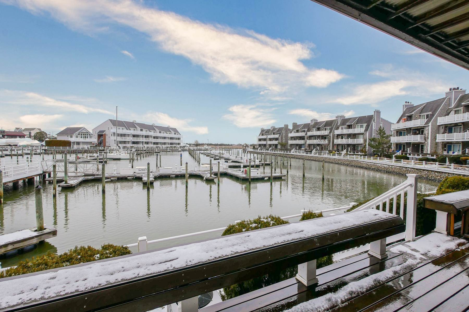 25. Condominiums for Sale at 103 Harbour Cove, Unit 103 103 Harbour Cove Somers Point, New Jersey 08244 United States