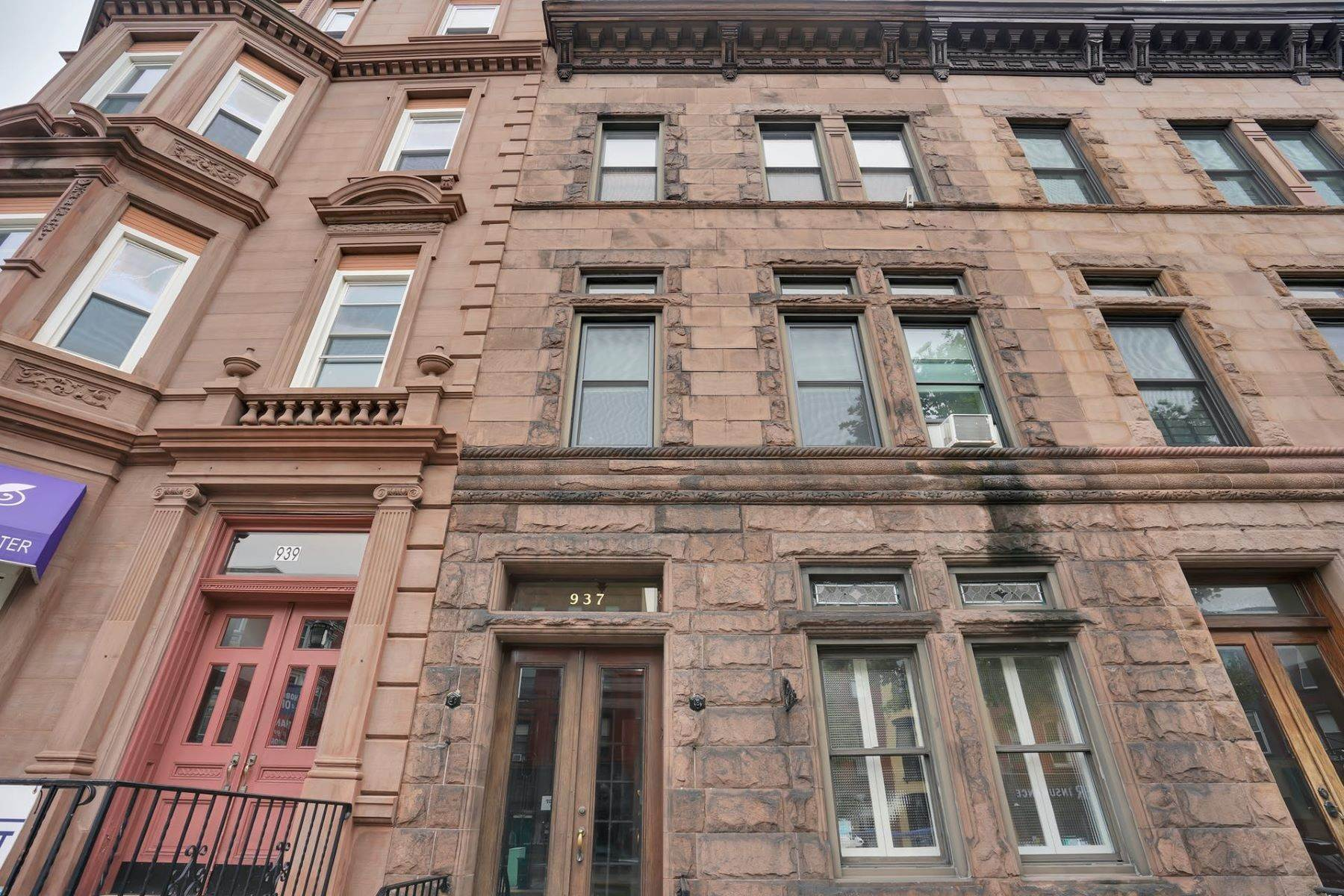 Condominiums for Sale at Classic 2BR Brownstone on Washington St! 937 Washington St. #3 Hoboken, New Jersey 07030 United States
