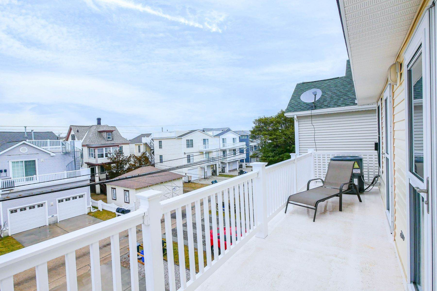 18. Condominiums for Sale at 1336-38 Wesley Ave, Unit 2 Ocean City, New Jersey 08226 United States