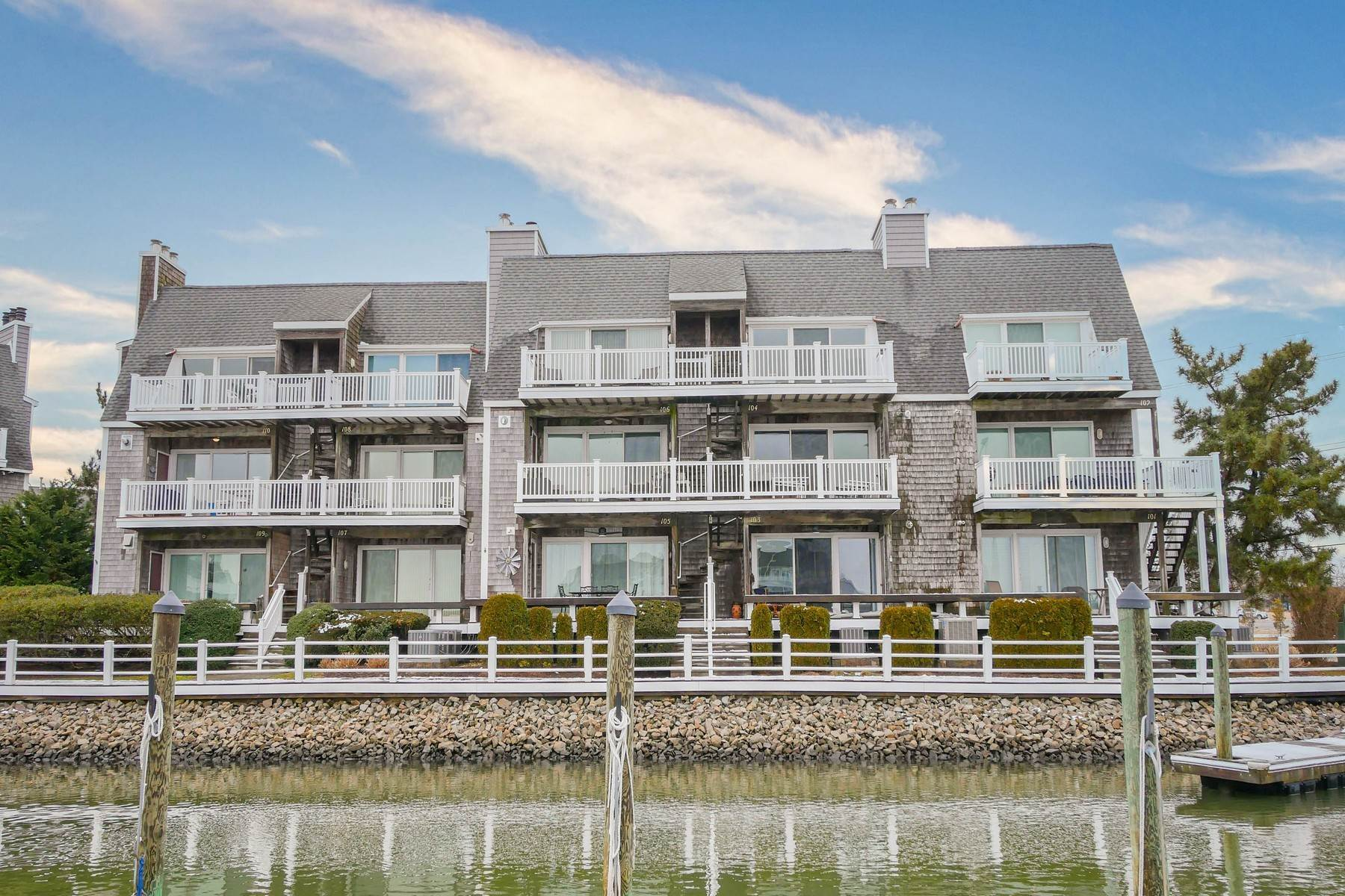 33. Condominiums for Sale at 103 Harbour Cove, Unit 103 103 Harbour Cove Somers Point, New Jersey 08244 United States
