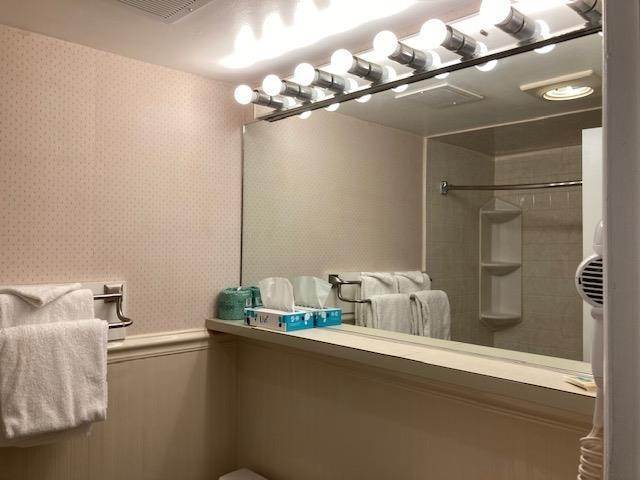 11. Condominiums for Sale at 225 E Wildwood Avenue Wildwood, New Jersey 08260 United States