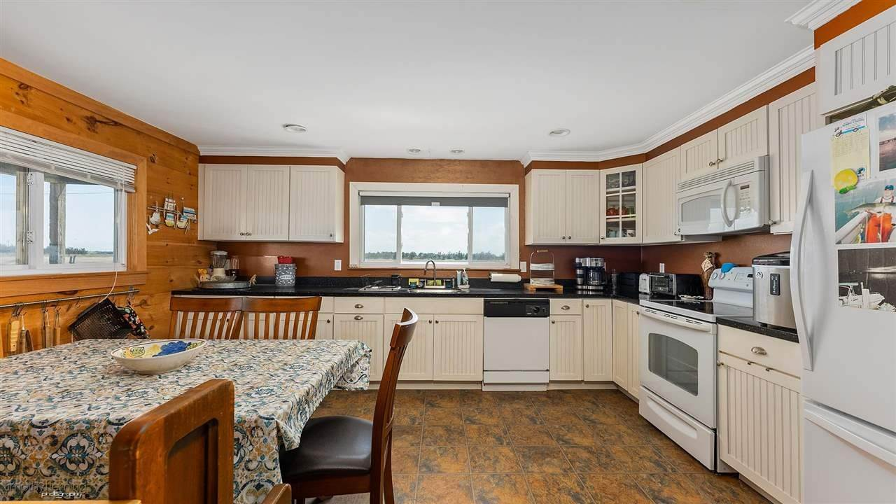8. Single Family Homes for Sale at Hereford Avenue Grassy Sound, New Jersey 08260 United States