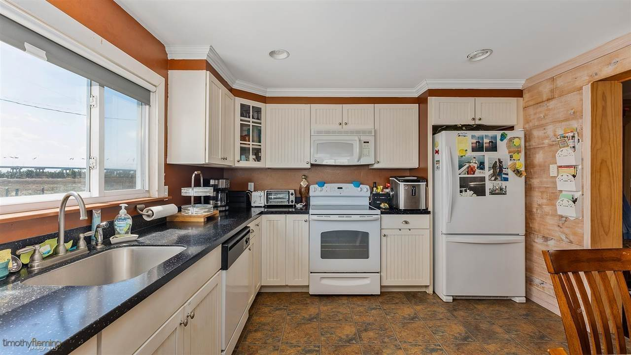 10. Single Family Homes for Sale at Hereford Avenue Grassy Sound, New Jersey 08260 United States