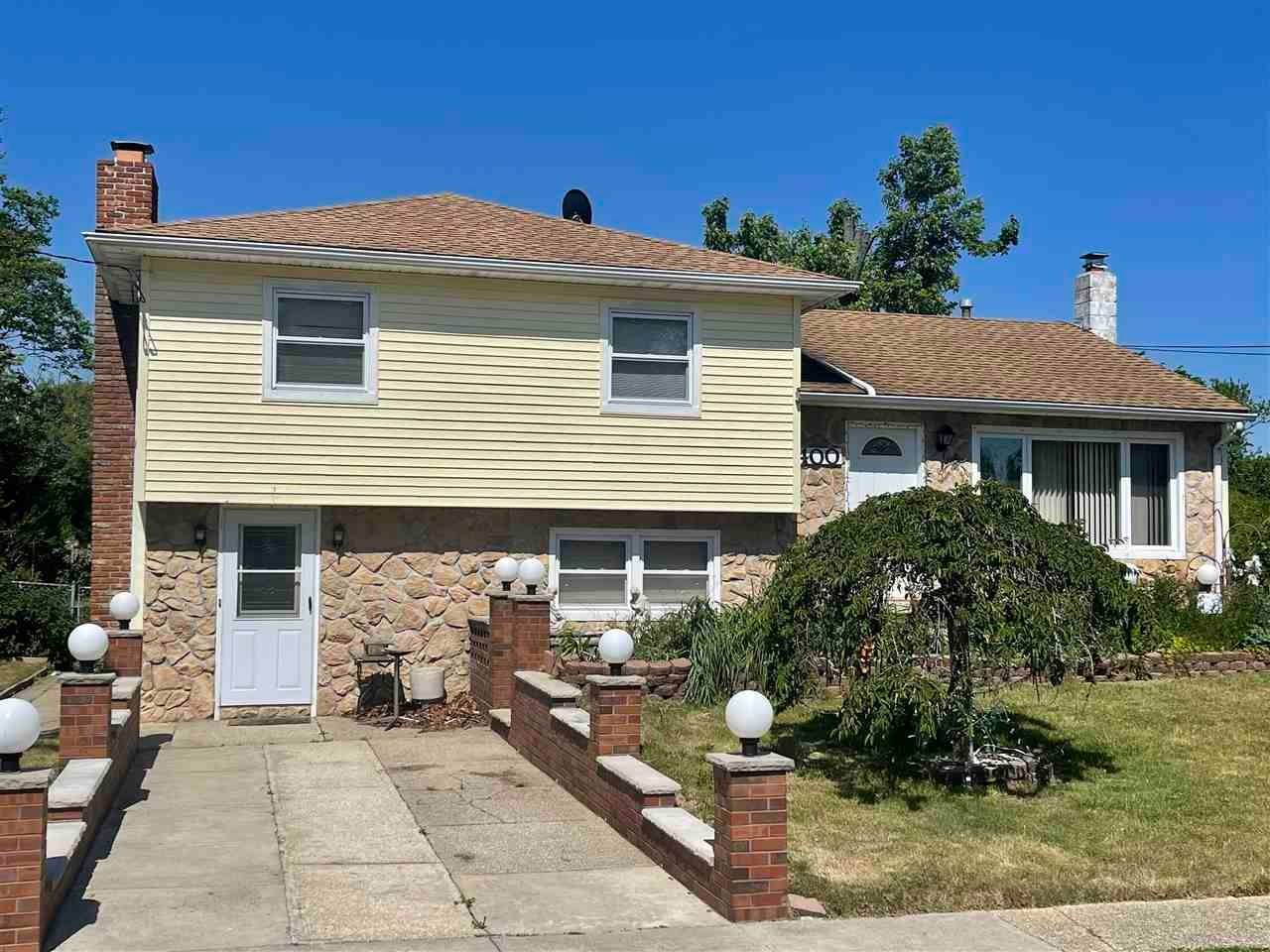 Single Family Homes for Sale at 400 Winslow Avenue North Cape May, New Jersey 08204 United States