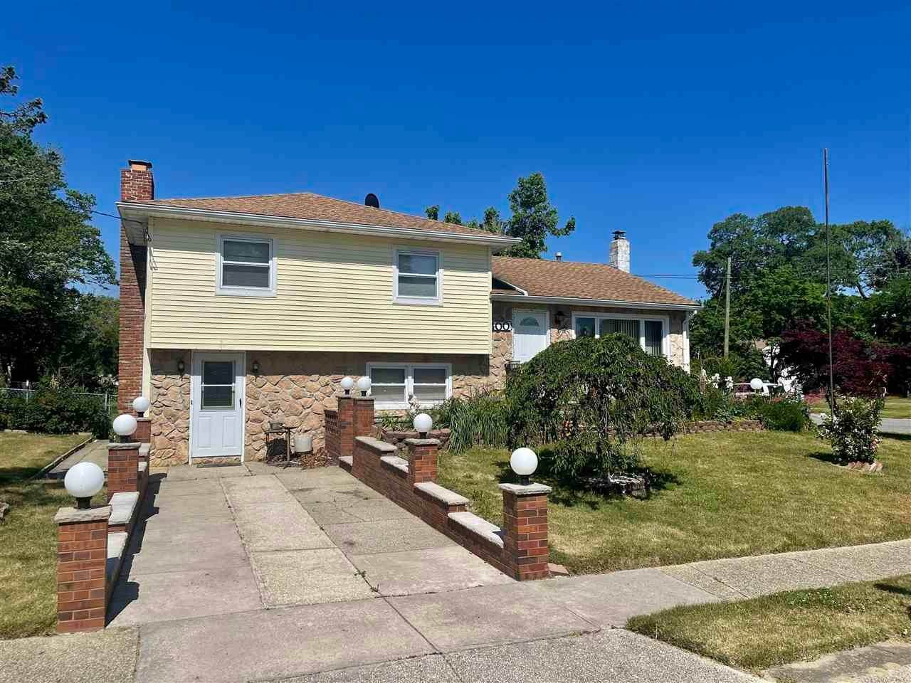 2. Single Family Homes for Sale at 400 Winslow Avenue North Cape May, New Jersey 08204 United States