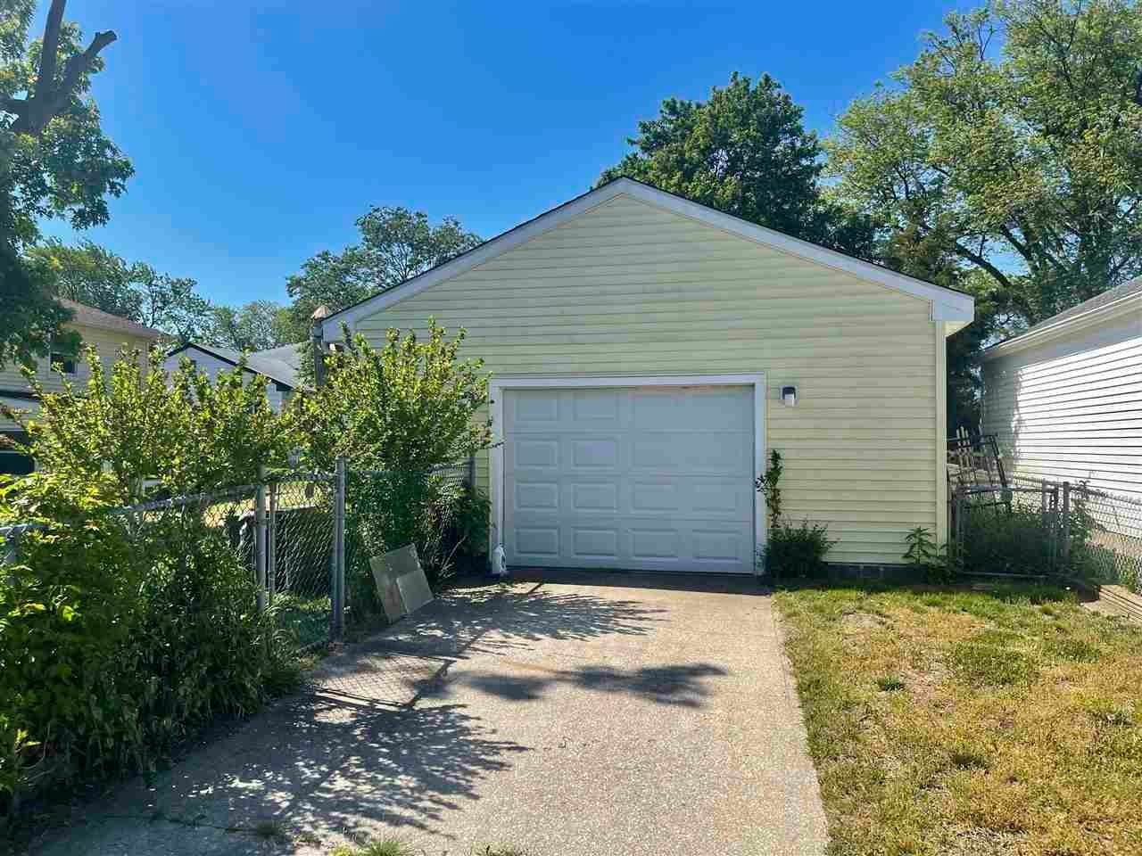 15. Single Family Homes for Sale at 400 Winslow Avenue North Cape May, New Jersey 08204 United States