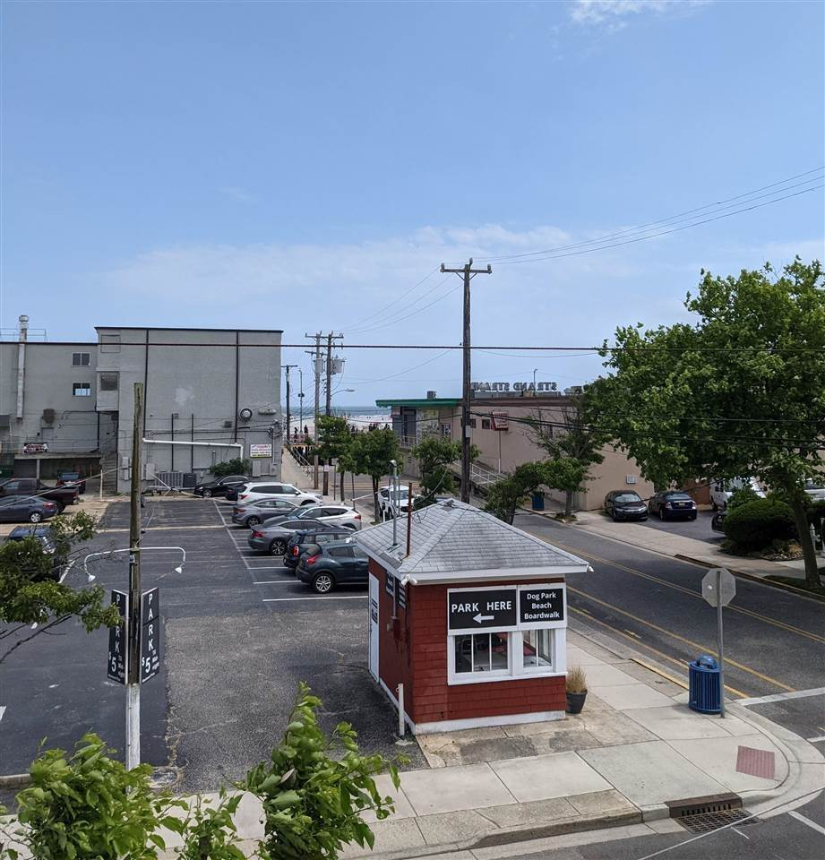 3. Condominiums for Sale at 3010 Ocean Avenue Wildwood, New Jersey 08260 United States