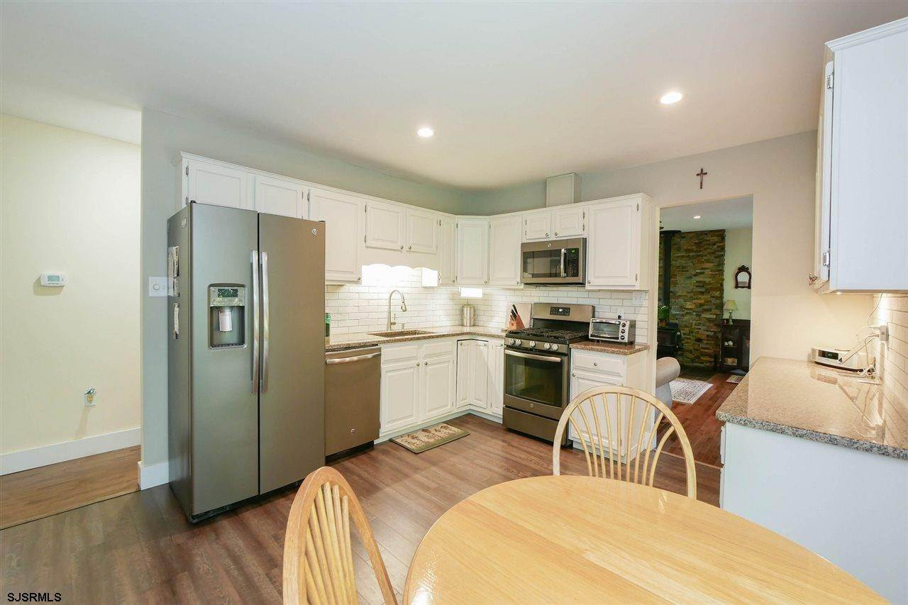 5. Single Family Homes at 7 Lake Corson Upper Twp Marmora, New Jersey 08223 United States