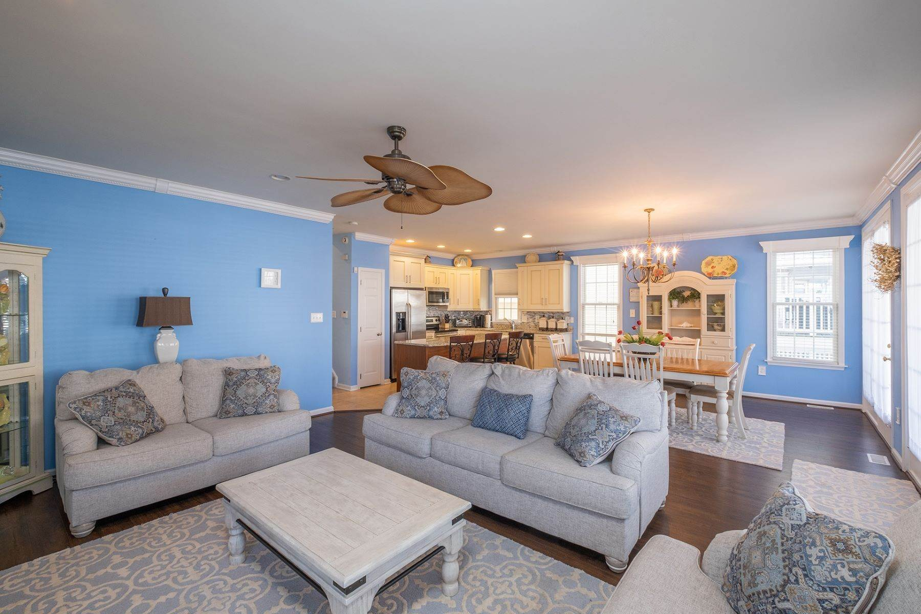 5. Condominiums for Sale at Spacious First Floor Condo 1021 Central Ave Ocean City, New Jersey 08226 United States