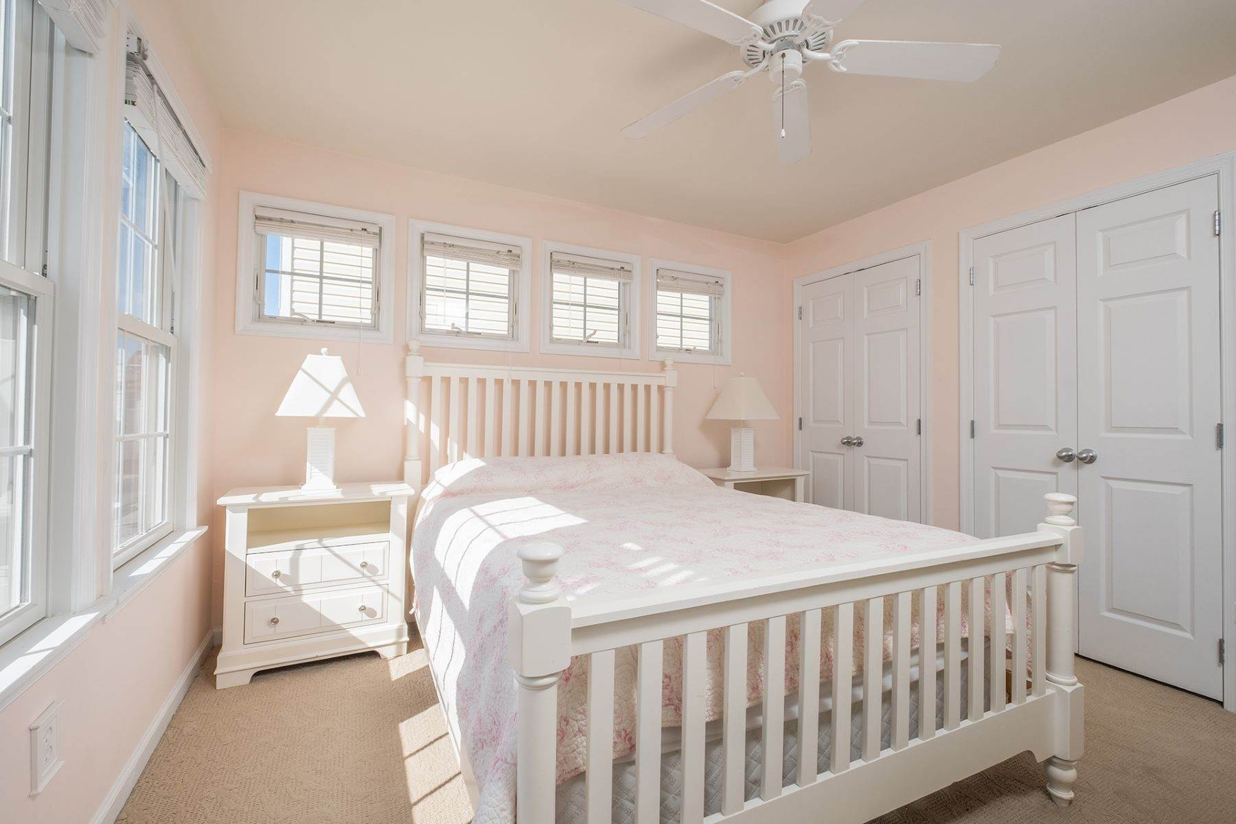 18. Condominiums for Sale at Spacious First Floor Condo 1021 Central Ave Ocean City, New Jersey 08226 United States