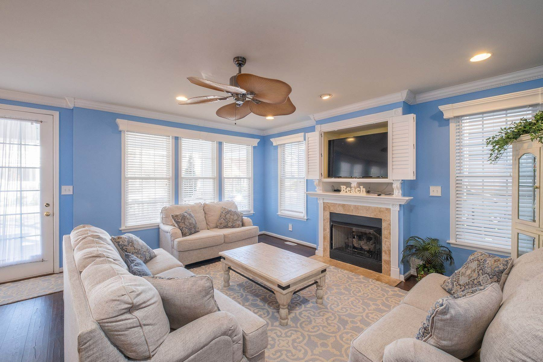 4. Condominiums for Sale at Spacious First Floor Condo 1021 Central Ave Ocean City, New Jersey 08226 United States