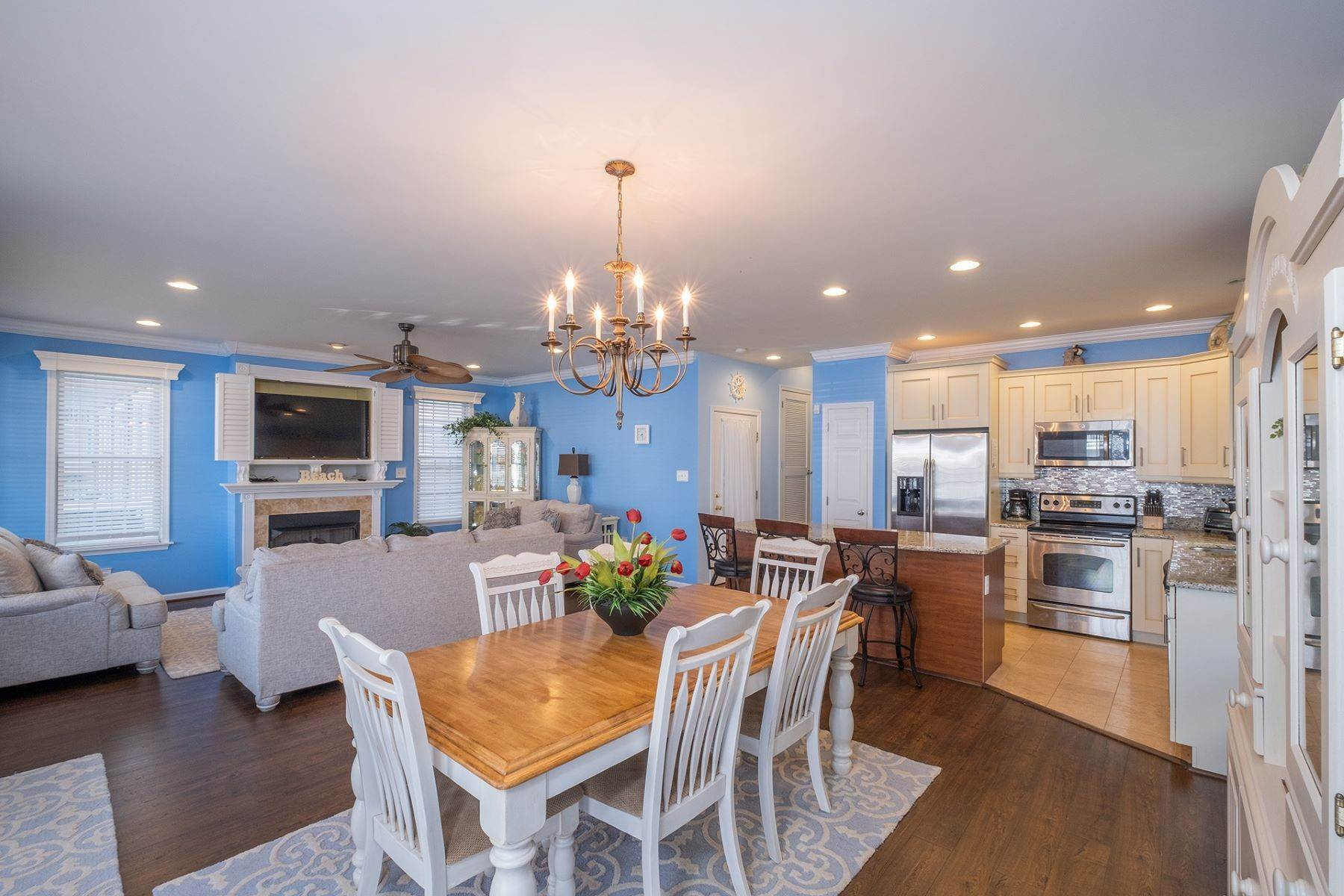 6. Condominiums for Sale at Spacious First Floor Condo 1021 Central Ave Ocean City, New Jersey 08226 United States