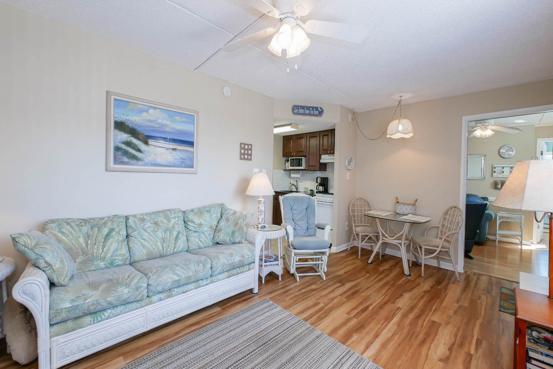 18. Condominiums for Sale at Boardwalk Best Buy 831 Atlantic Ave, #115-116 Ocean City, New Jersey 08226 United States