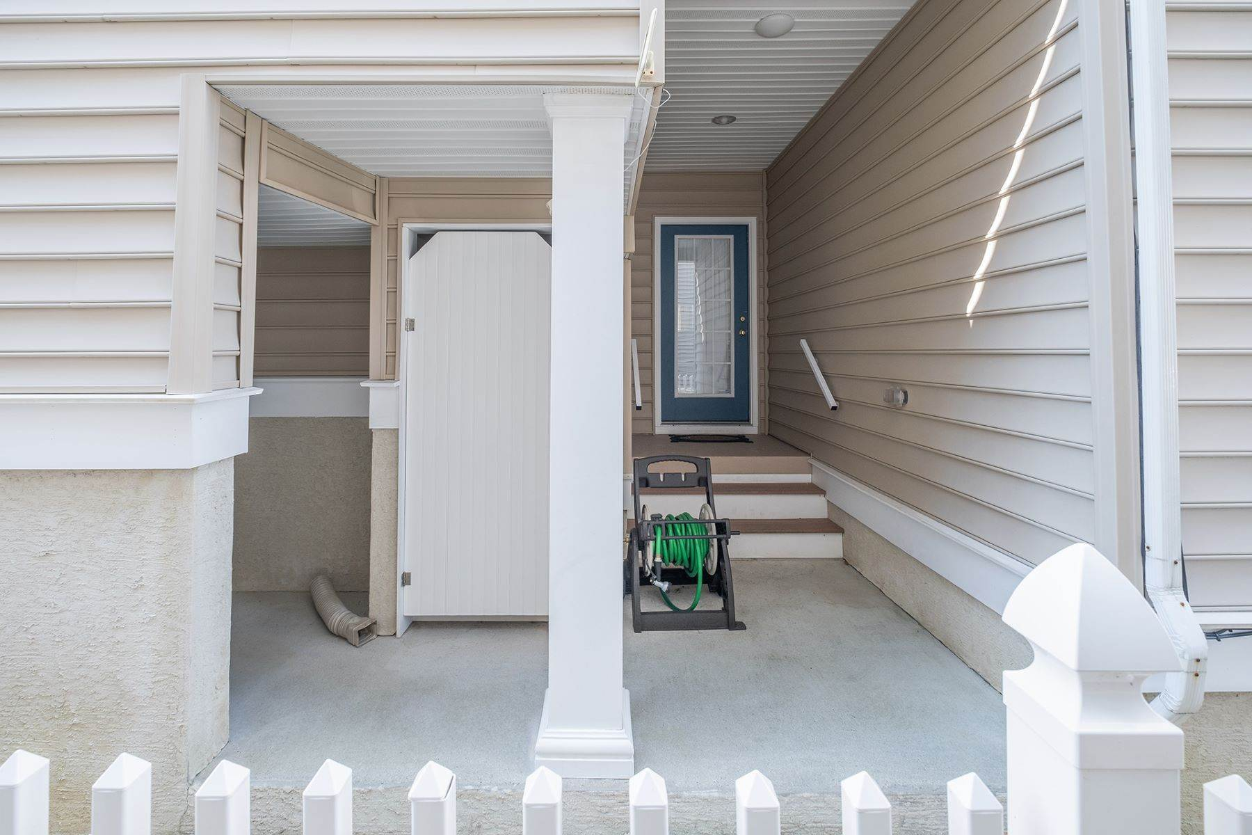 21. Condominiums for Sale at Spacious First Floor Condo 1021 Central Ave Ocean City, New Jersey 08226 United States