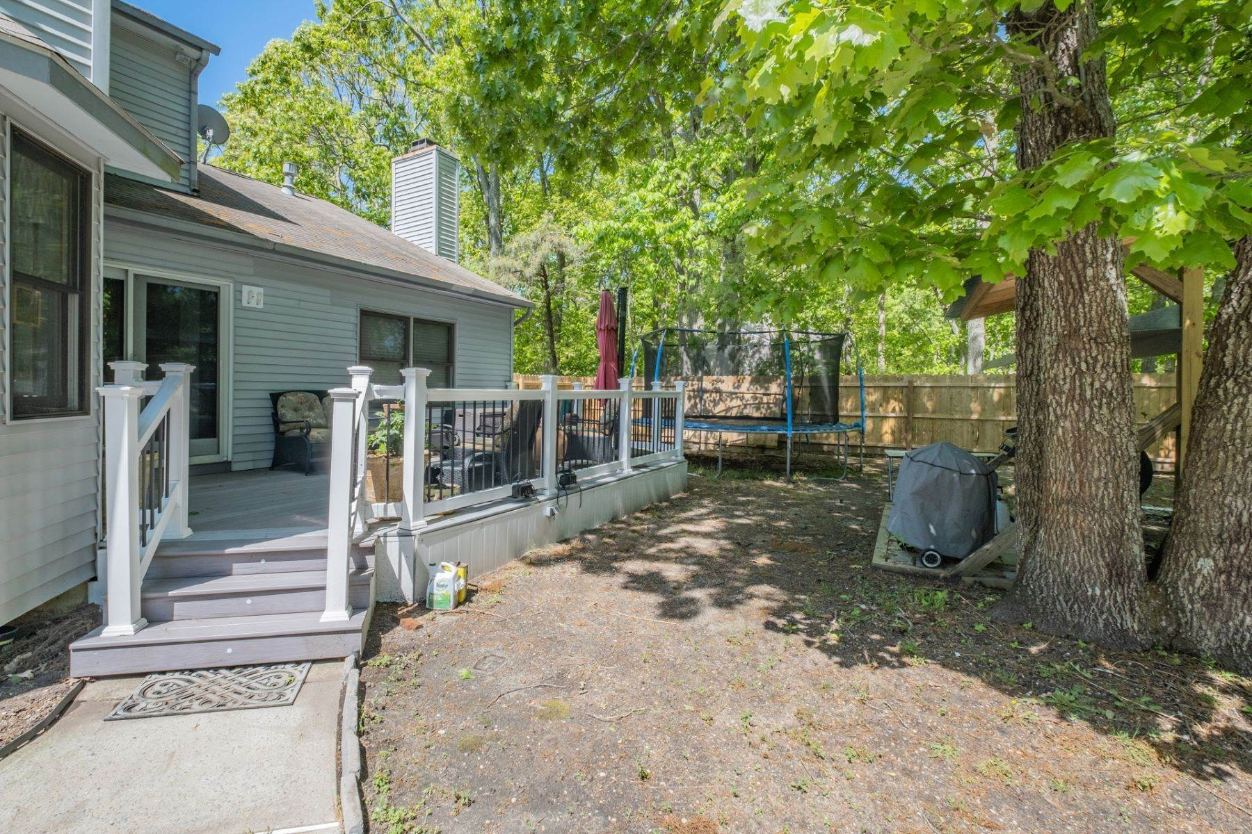 23. Single Family Homes for Sale at 5 Lauradell Drive South Seaville, New Jersey 08230 United States