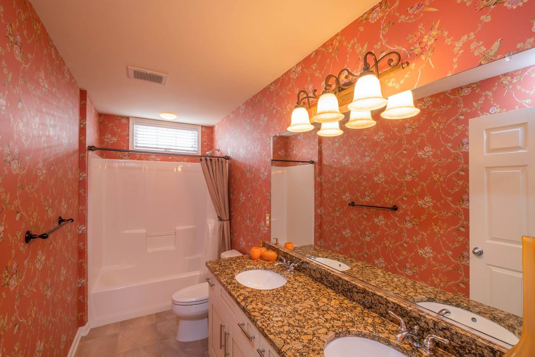 12. Condominiums for Sale at Spacious First Floor Condo 1021 Central Ave Ocean City, New Jersey 08226 United States