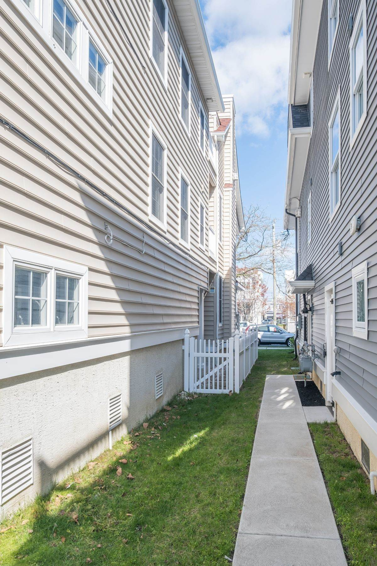 20. Condominiums for Sale at Spacious First Floor Condo 1021 Central Ave Ocean City, New Jersey 08226 United States