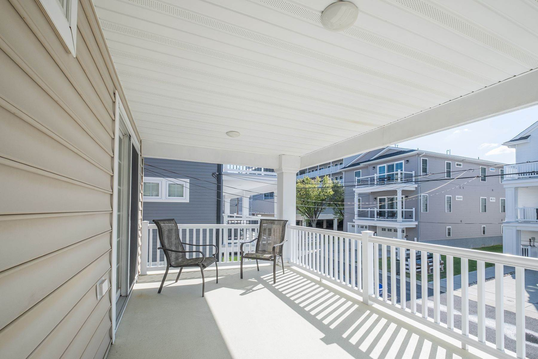 19. Condominiums for Sale at Spacious First Floor Condo 1021 Central Ave Ocean City, New Jersey 08226 United States
