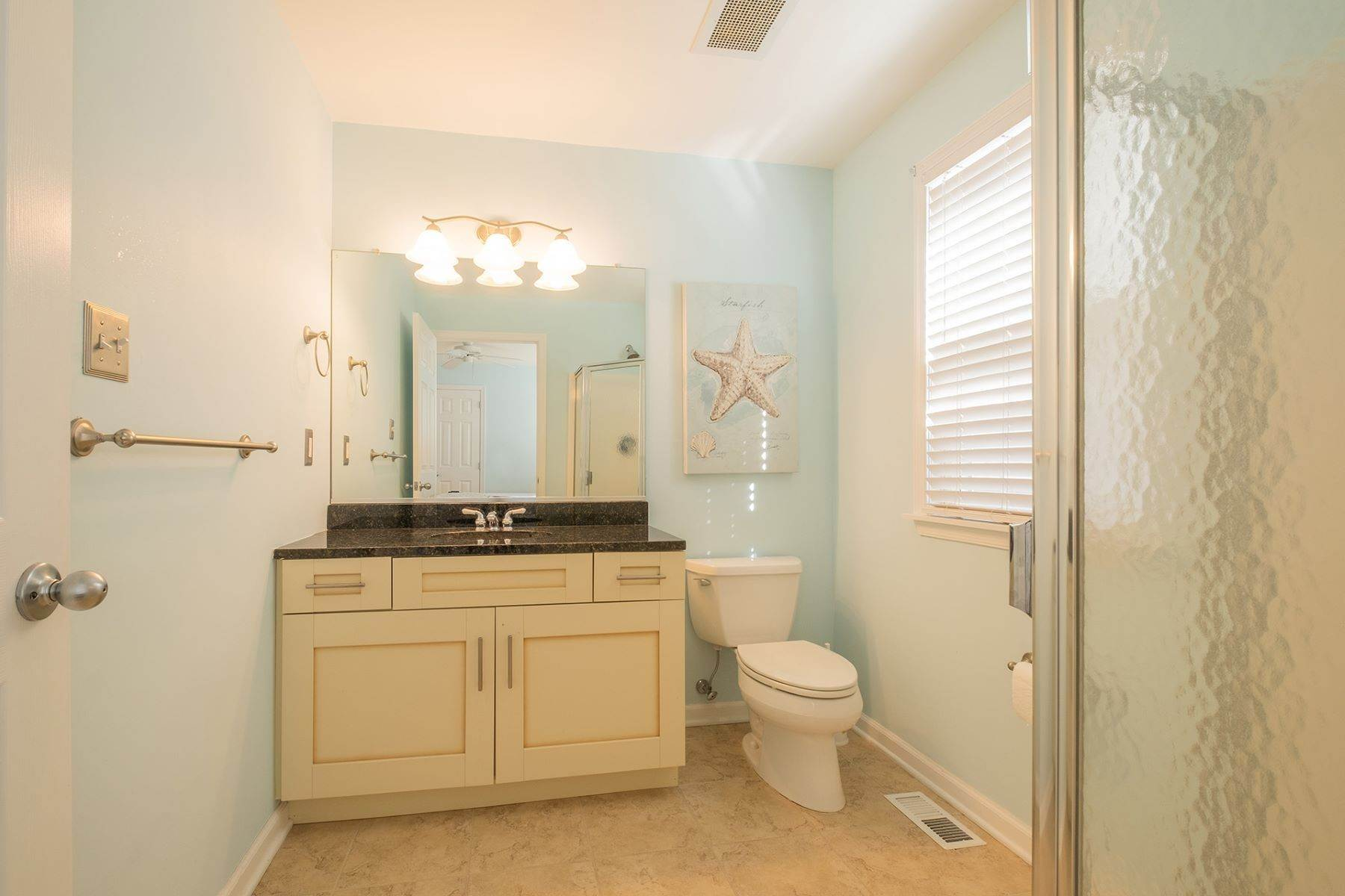 15. Condominiums for Sale at Spacious First Floor Condo 1021 Central Ave Ocean City, New Jersey 08226 United States