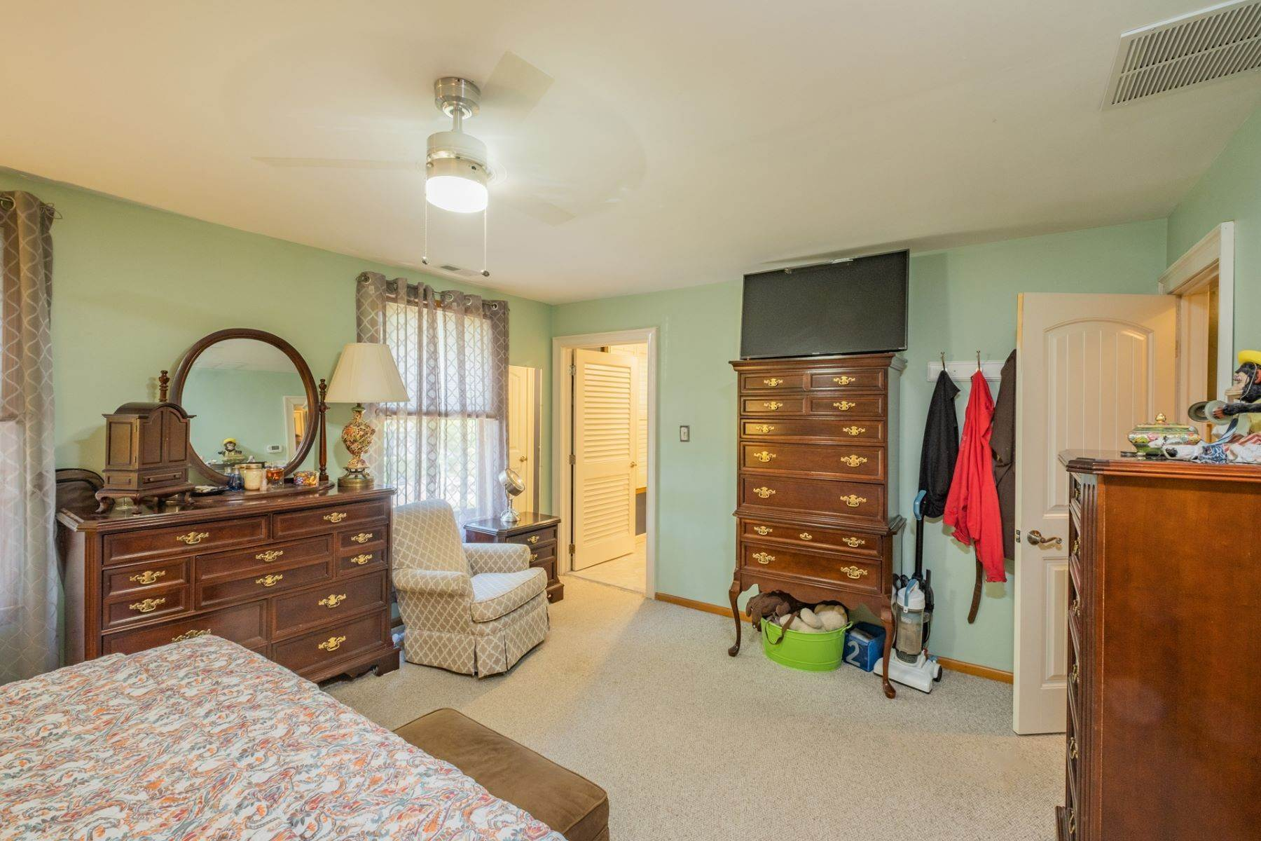 21. Single Family Homes for Sale at 5 Lauradell Drive South Seaville, New Jersey 08230 United States