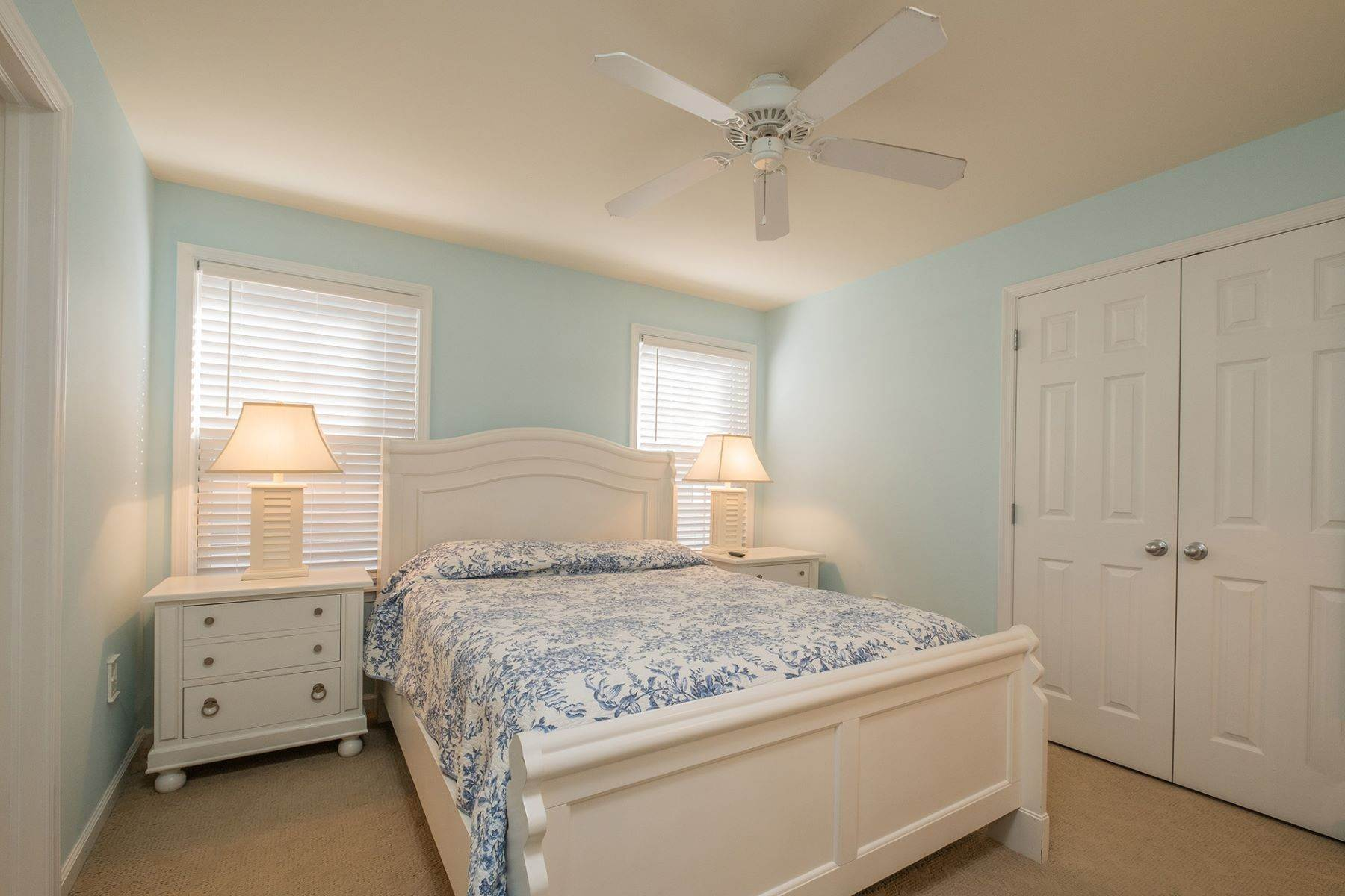 14. Condominiums for Sale at Spacious First Floor Condo 1021 Central Ave Ocean City, New Jersey 08226 United States